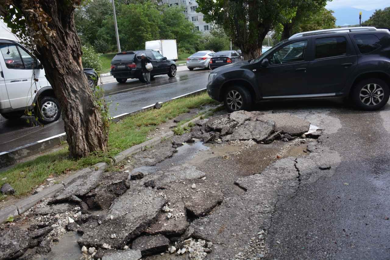 Новороссийск до сих пор восстанавливается после удара стихии