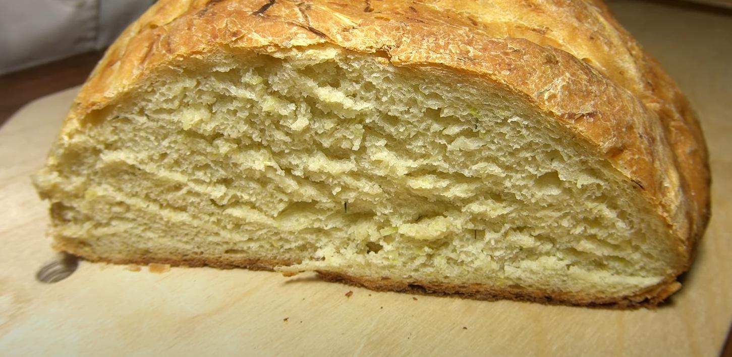 Такое вы еще точно не пробовали! Кабачковый хлеб с луком