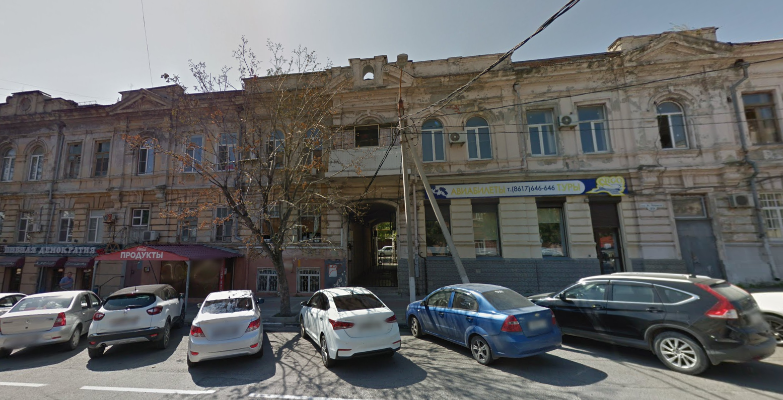 Жители старинного дома в Новороссийске ремонтируют его за свой счет