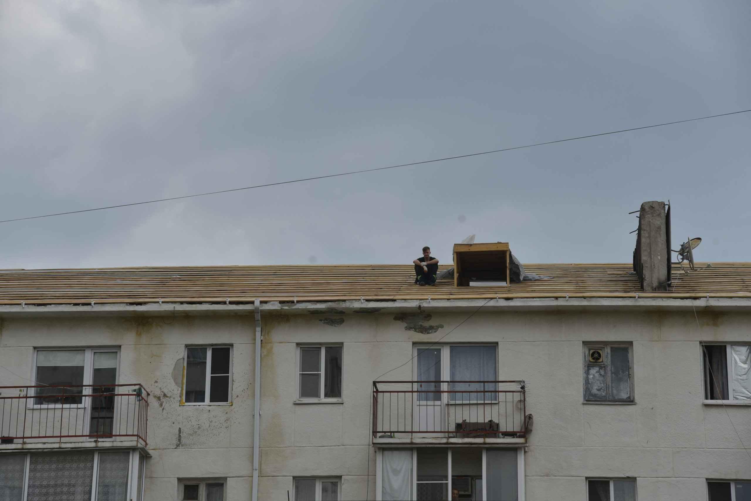 Многострадальный дом по пр. Ленина в Новороссийске до сих пор без крыши после пожара, квартиры верхних этажей затоплены дождями
