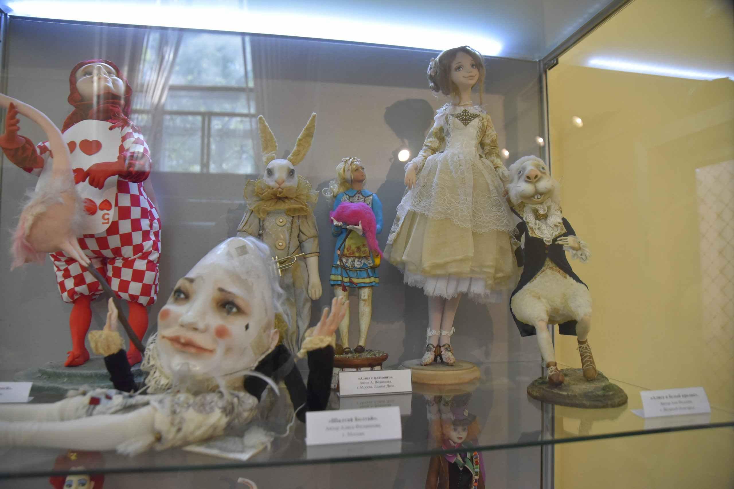 В Новороссийск привезли уникальную выставку авторской куклы