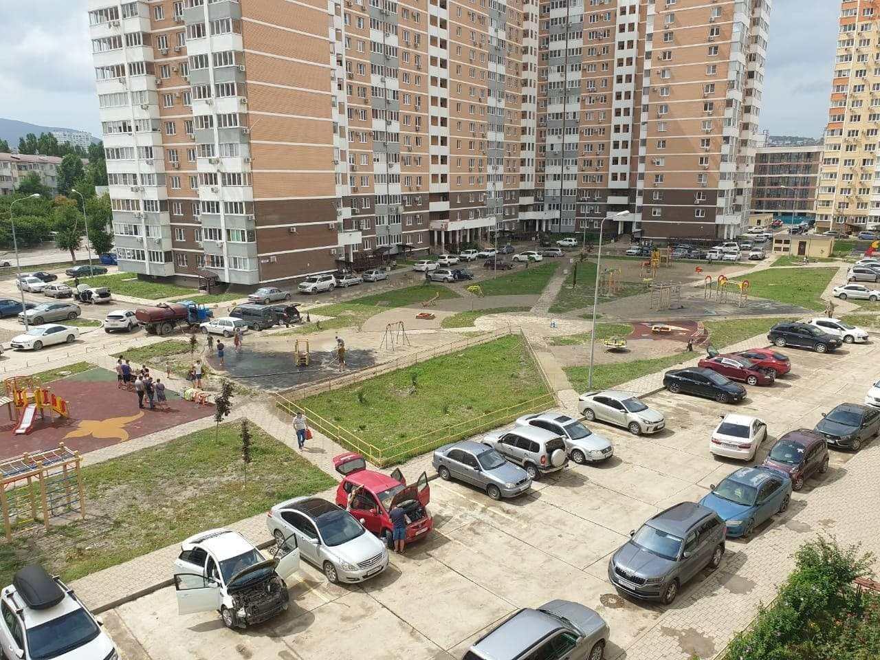 Больше двух суток жители нескольких многоквартирных домов в Новороссийске оставались без электричества и воды