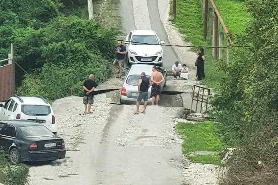 В пригородах Новороссийска один за другим рушатся мосты