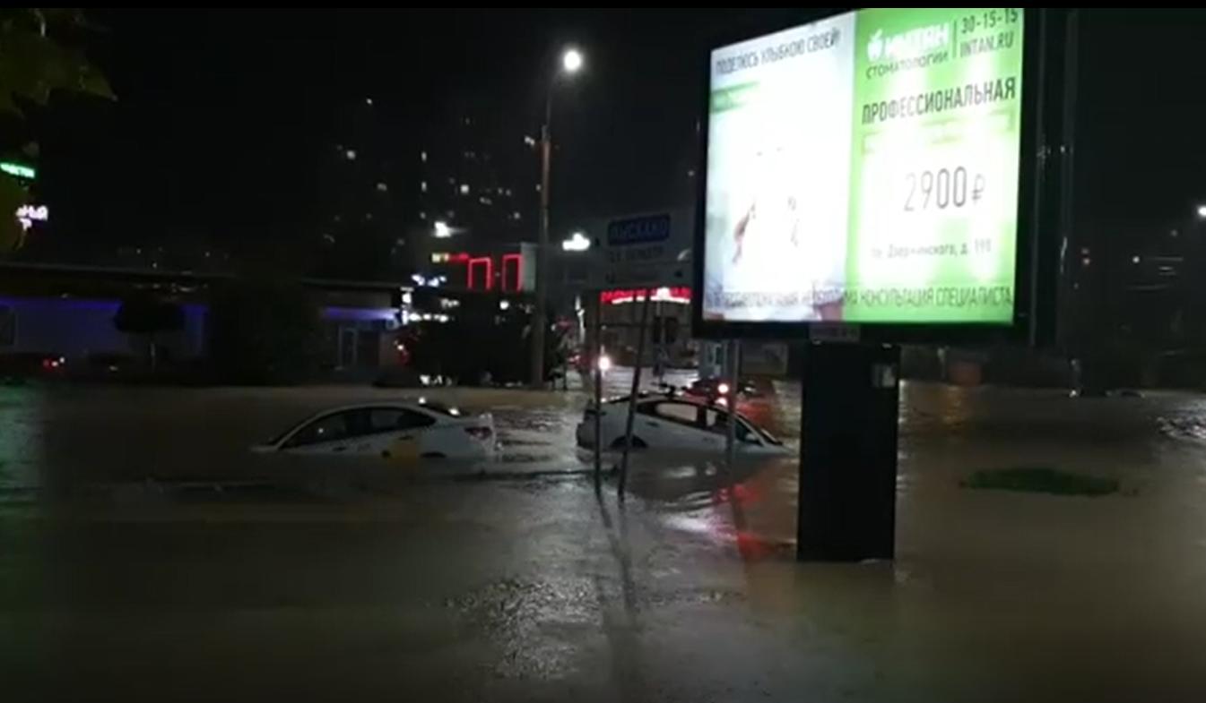 В ночь с 15 на 16 августа Новороссийск оказался в эпицентре страшной стихии (видео)
