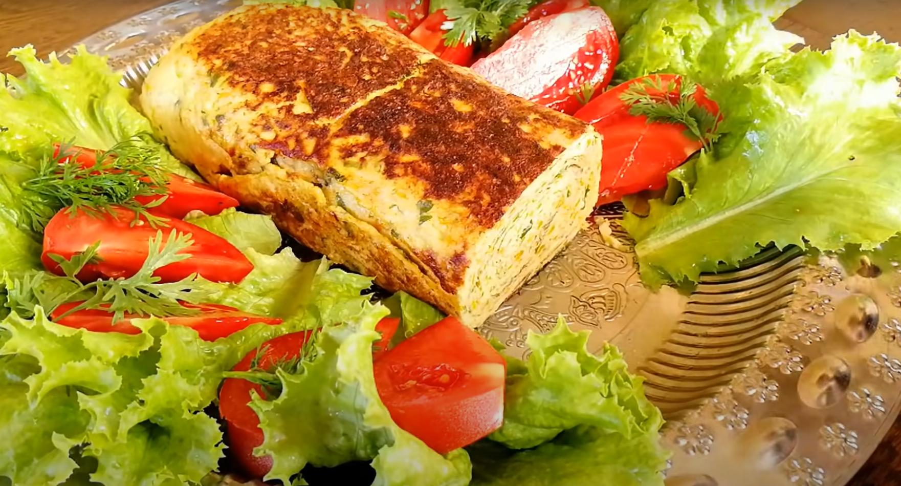 Вкусный, сочный и яркий — рулет-омлет с кабачками и фаршем