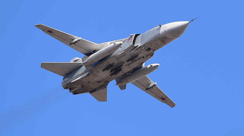 Над Новороссийском летают истребители: в Черном море проходят военные учения морской авиации