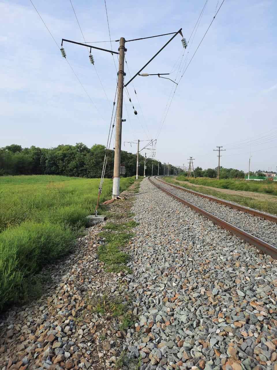 В Краснодарском крае на железнодорожных путях погибла 16-летняя девочка