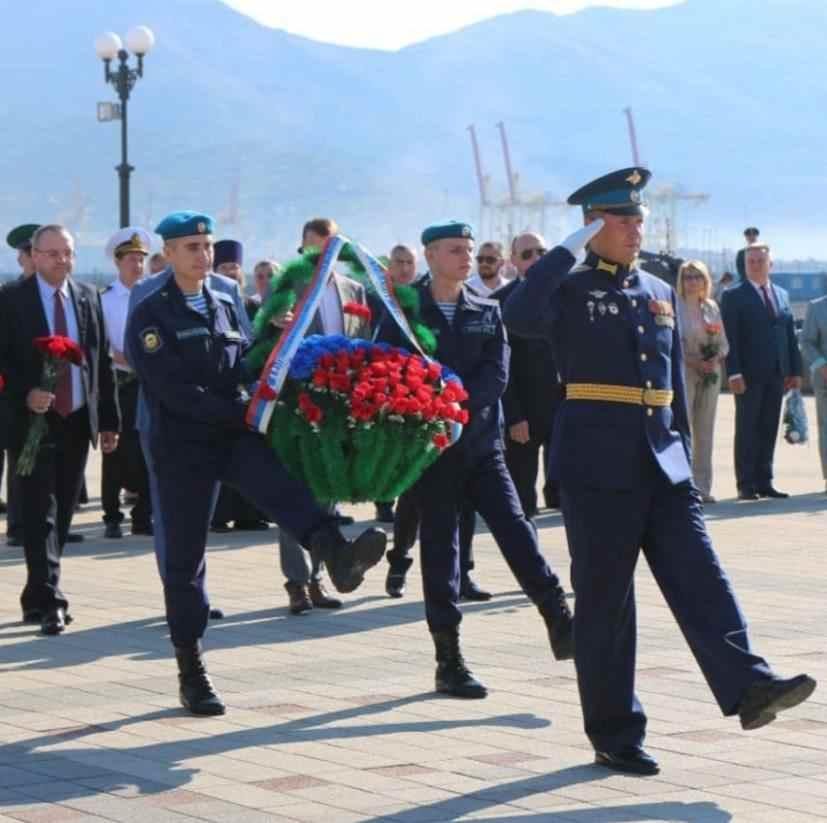 Новороссийск свято чтит традиции. В день рождения город получает подарки