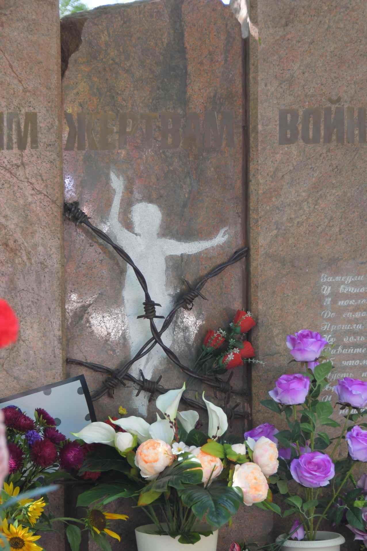 В Новороссийске на Октябрьской площади почтили память безвинно загубленных людей