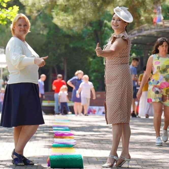 Жительница Новороссийска связала самый длинный шарф и попала в Книгу рекордов