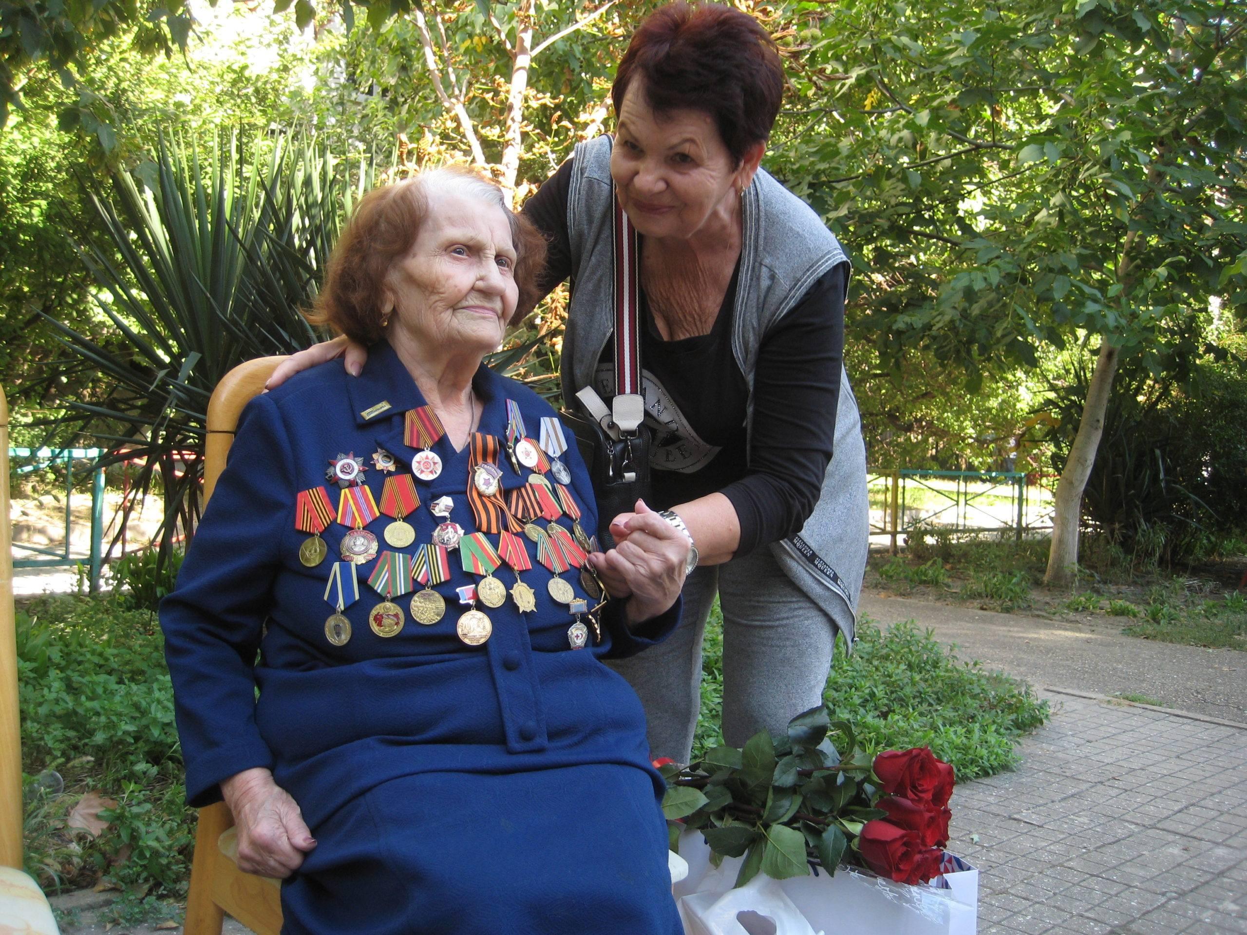 Новороссийским героям войны подарили цветы и признание