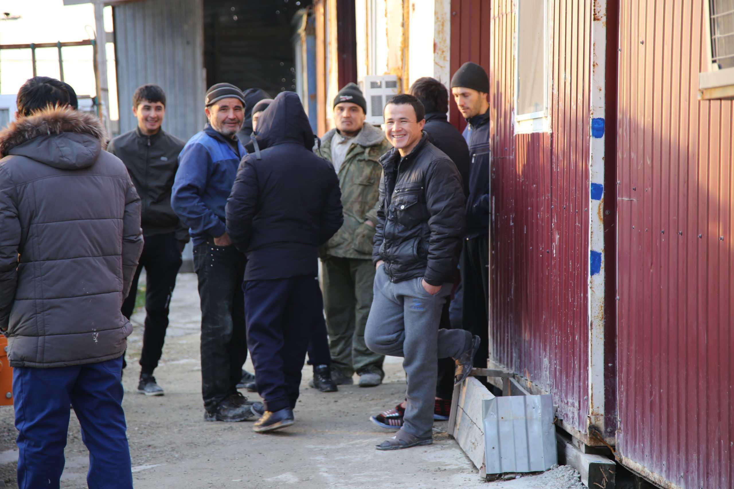В России трудовые мигранты будут ходить с микрочипами