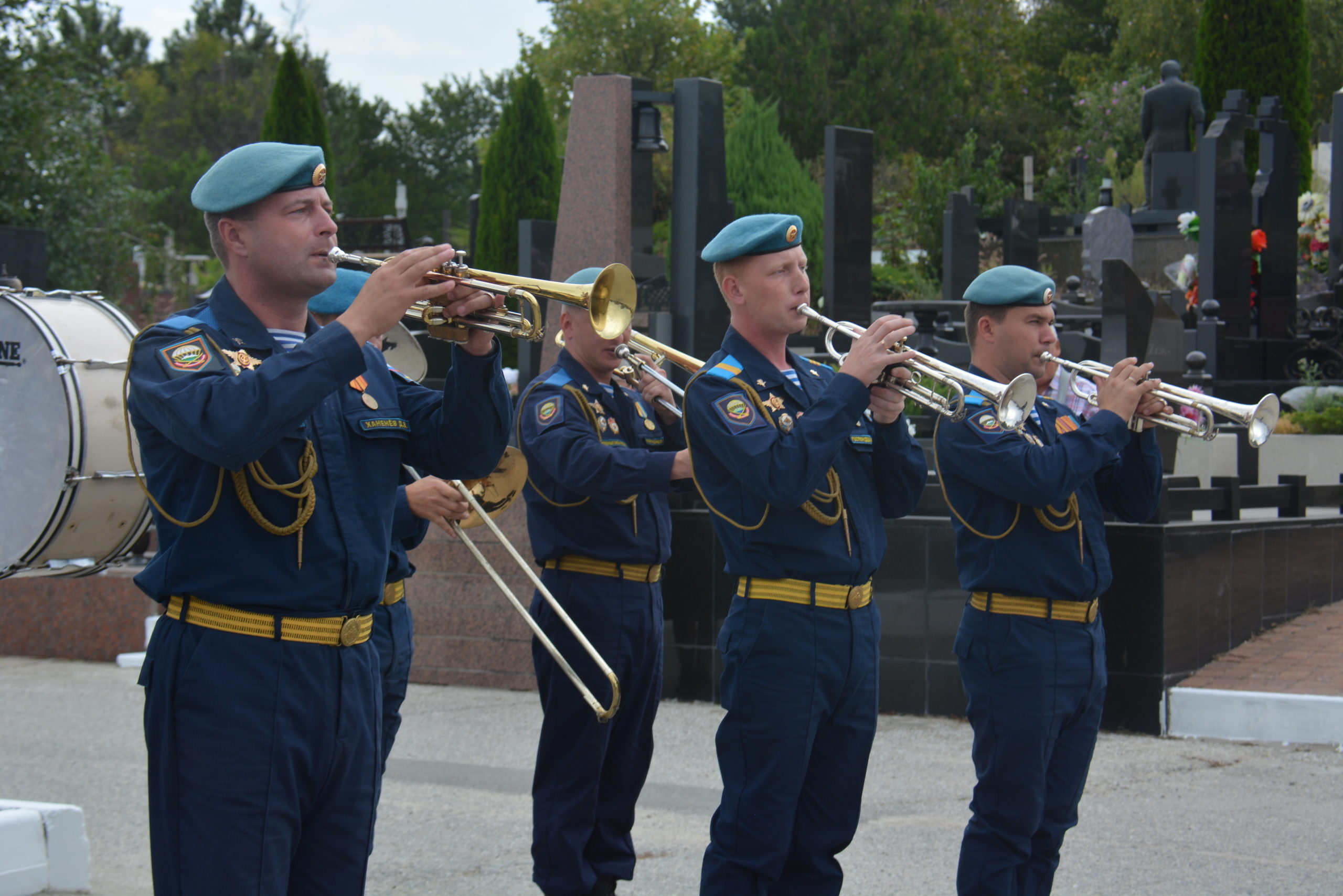 В Новороссийске со всеми почестями перезахоронены останки героев