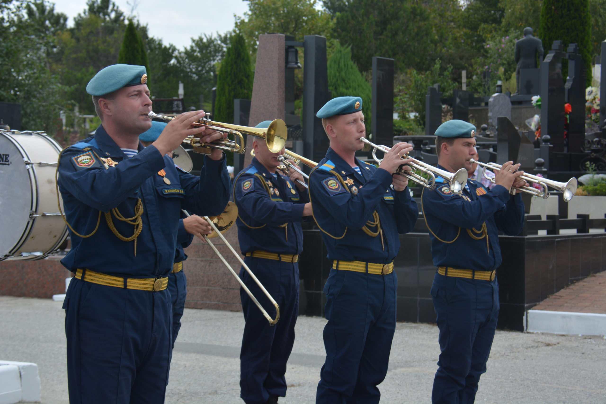 Павших в боях за Новороссийск воинов предали земле со всеми почестями