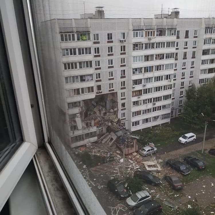 В подмосковном Ногинске в жилом доме произошёл взрыв бытового газа, есть жертвы (видео)