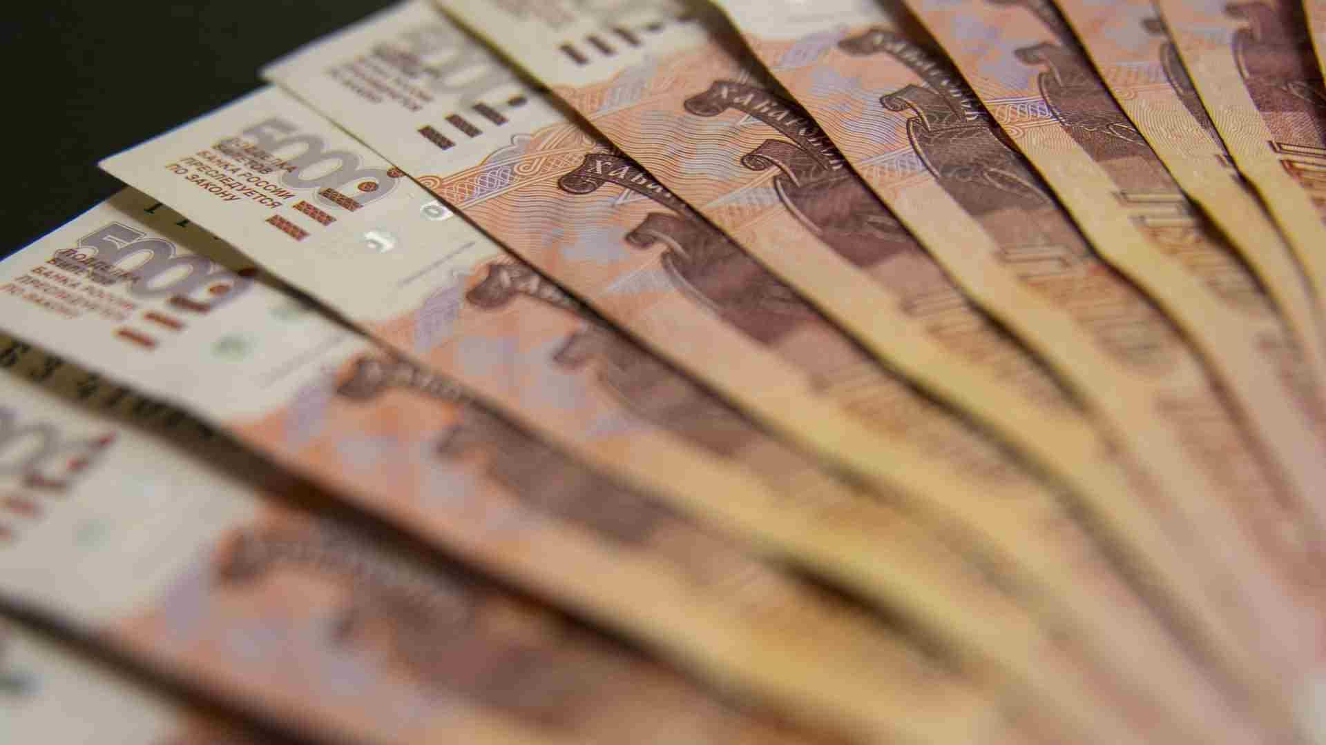 Стало известно, кто привился от ковида и получил 100 тысяч рублей