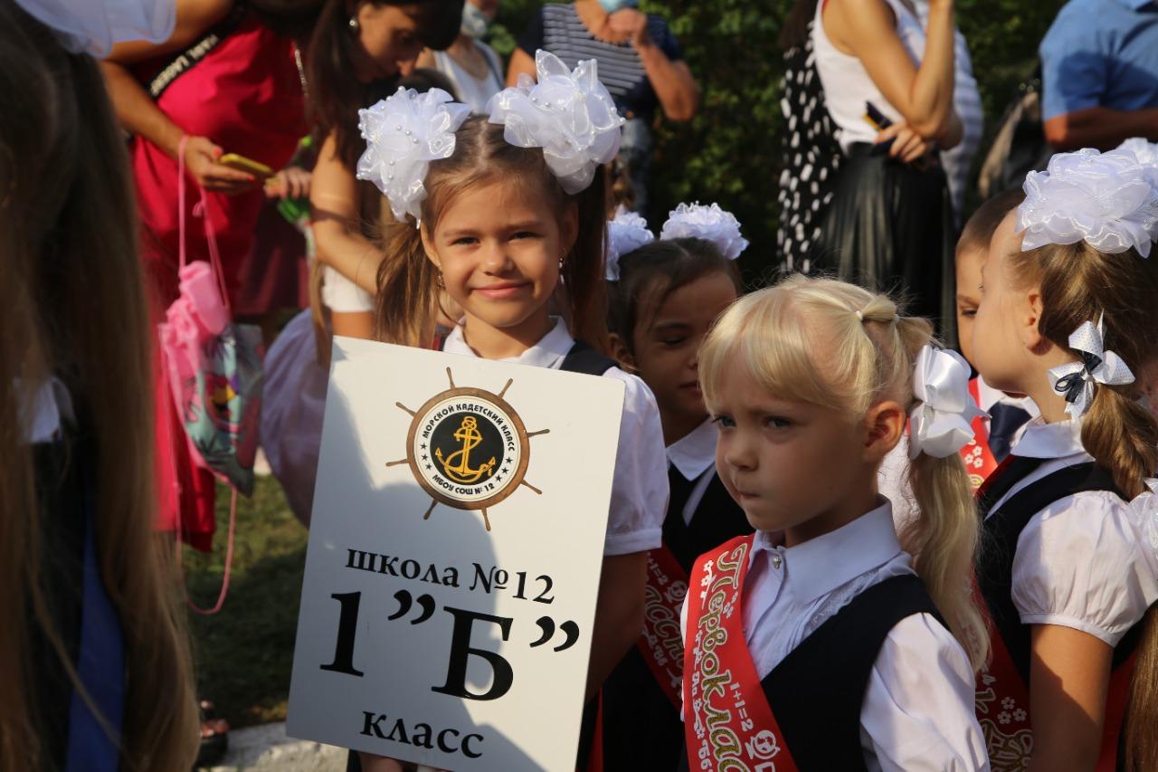 Глава Новороссийска Игорь Дяченко поздравил школьников с Днем знаний (видео)