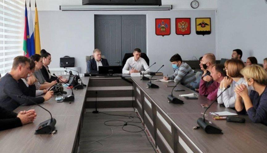 Обманутые дольщики КЖС в Новороссийске встретились с новым арбитражным управляющим