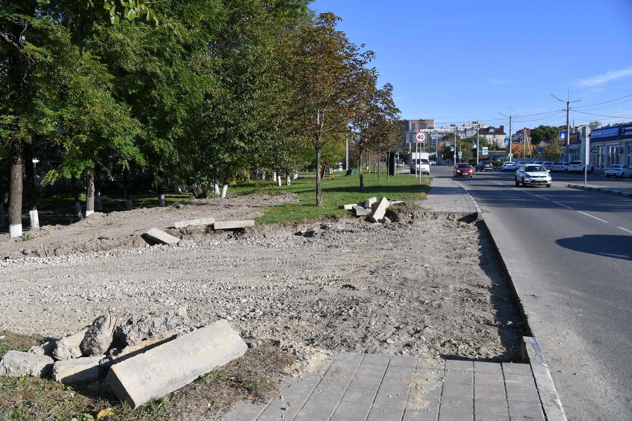 Жители Новороссийска уверены, что из-за стоянки у магазина будет затапливать их двор