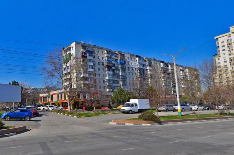 Новороссийцы жалуются: нет житья от пиццерии на первом этаже жилого дома